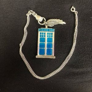Jewelry - Dr. Who TARDIS necklace!